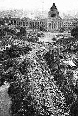 300px-1960_Protests_against_the_United_States-Japan_Security_Treaty_07.jpg