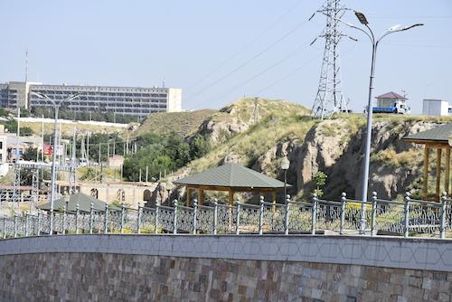 _DSC0673 2アレキサンダー大王の作った壁・サマルカンド.JPG